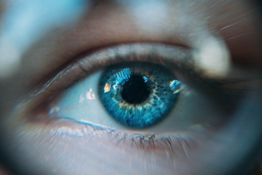 Glaucome : première pose de l'implant l'eyeWatch en Valais !